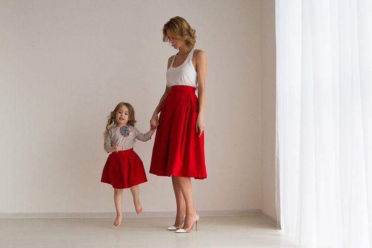 Красная юбка-миди  со складками. На подкладе из тончайшего батиста.