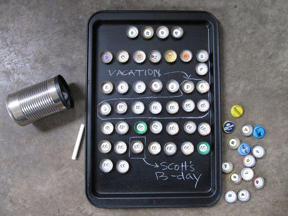 Calendário com tampinhas de garrafas