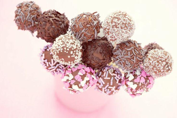 Voglia di #cake pops? Perché non prepararli con il #cioccolato delle #uova di #Pasqua? Ecco la #ricetta -> http://www.saporie.com/it/doc-s-142-17588-1-cake_pops.aspx