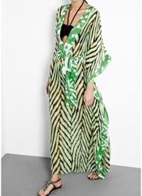 Nannushka Long Green Zebra Print Kaftan With Tie Belt Οι συνδυασμοί του πράσινου είναι μαγευτικοί. Όπως και τα μακριά καφτάνια δίνουν μία αίσθηση αν