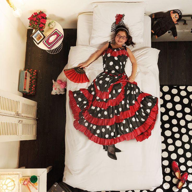 Snurk Mako-Satin Bettwäsche Flamenco mit Reißverschluss. Perfekt für kleine und große Flamenco-Tänzerinnen. Diese weiche Garnitur, aus reiner Baumwolle, bringt den Flair Andalusiens mit sich. Perfekt um sich dem Traum als feurige Tänzerin hinzugeben. www.bettwaren-shop.de