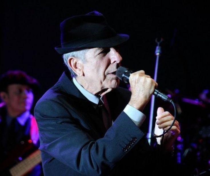 """Les derniers mots de Leonard Cohen à sa muse, Marianne Ihlen / «[...] je pense que je te rejoindrai bientôt. Sache que je suis si près derrière toi, que si tu tends la main tu peux atteindre la mienne. Et tu sais que j'ai toujours aimé ta beauté et ta sagesse et je n'ai pas besoin d'en dire plus parce que tu sais tout cela. Je veux seulement te souhaiter un très beau voyage. Au revoir ma vieille amie. Mon amour éternel. Rendez-vous au bout du chemin"""" / 2009, en Californie."""