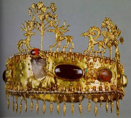 Sarmatian Diadem from Khokhlach Burial Mound, near Novocherkassk 1st century AD Gold, garnet, glass, turquoise, almandine, pearls L 61 cm, h (with a frieze) 15 cm. The State Hermitage Museum, St. Petersburg.