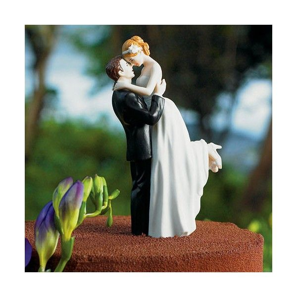 Cake Topper realizzato in ceramica dipinta a mano.   Elgante e romantico cake topper con lo sposo che abbraccia la sposa   Altezza: 14,5 cm    Salvo disponibilità in magazzino i tempi di consegna standard sono di 20 gg lavorativi.