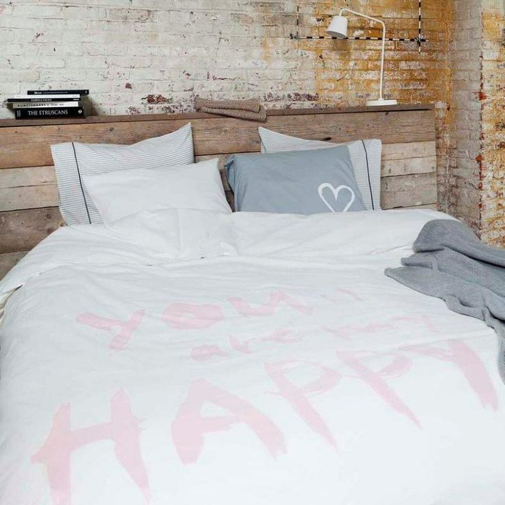 Styling: Frans Uyterlinde | Photographer: Jansje Klazinga vtwonen september 2012 #vtwonen #magazine #interior #bedroom #white #grey #cotton #wood #industrial #vtwonen #homecollection #duvetcover