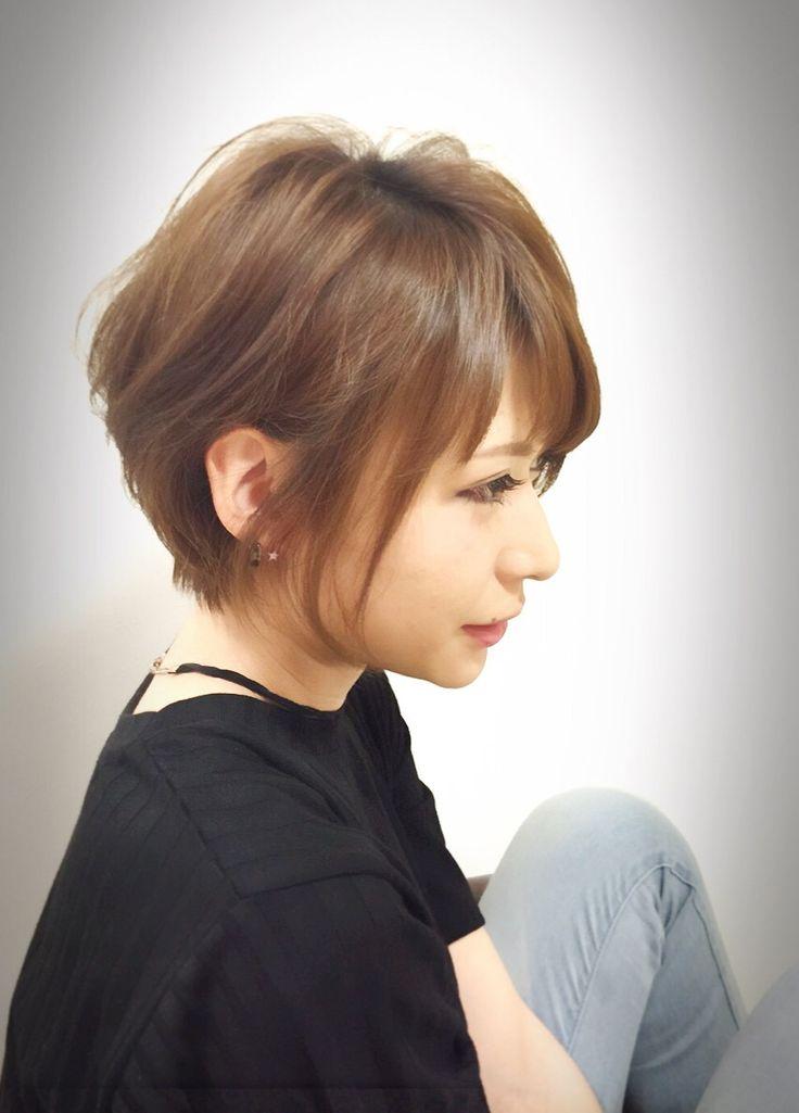 女子度アップの耳かけショートスタイル。 スタイリングも簡単なオシャレヘア。