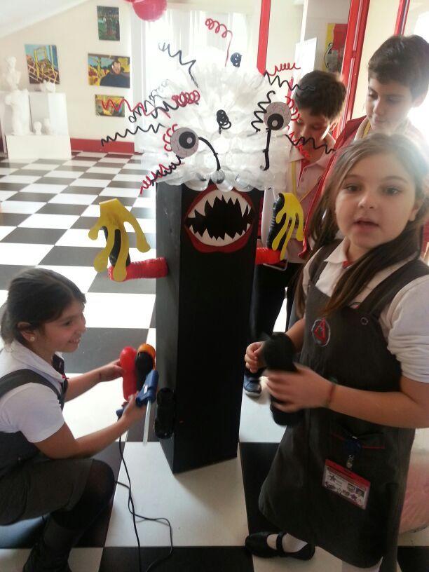 Eko okul bayrağını uzun yıllardır dalgalandırmaya devam eden ve çevre konulu projeleriyle her zaman gündemde kalan Anabilim Eğitim Kurumları, TerraCycle Turkey'in 'Geri Dönüşüm Kutu Tasarım Yarışması'ndan dereceyle döndü.