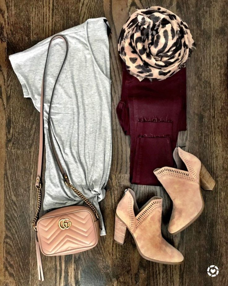 Gray twist front tee and burgundy jeans Fall outfit