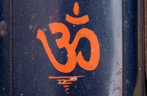 Om Shanti Mantra: Lyrics & Meaning - Sarvesham Svastir Bhavatu