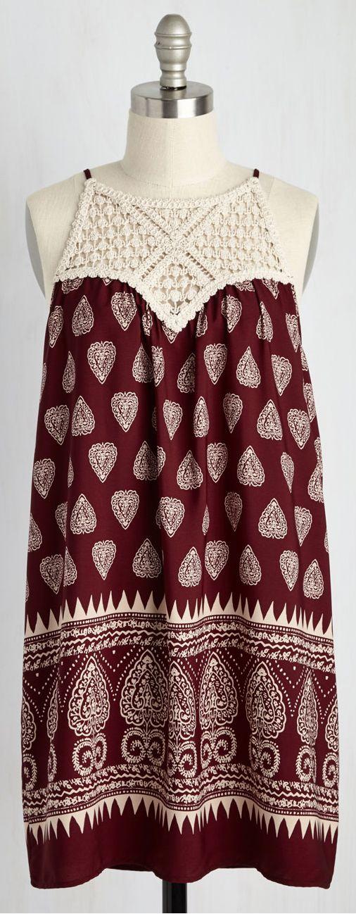 love the crochet yoke                                                                                                                                                     Más
