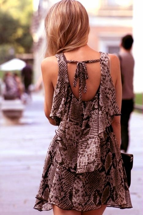 yourelegantstreetstyle: Sizin Zarif Street Style ile I don't like animal print but i do love the layers..