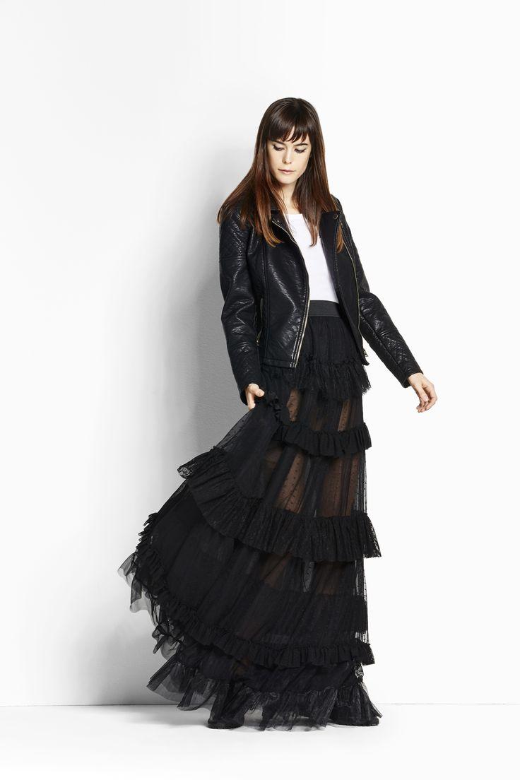 Parti dress! Long black skirt per un'anima ribelle con un velo di romanticismo. #OVS #OVSaw15