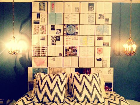 Dormitorio decorado con libros
