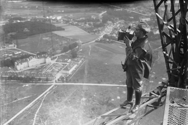 Press photograph on the transmission tower in Königs Wusterhausen, 1925