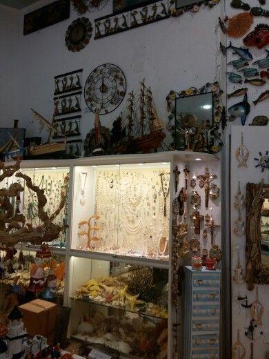 Un negozio a forio con souvenir!!