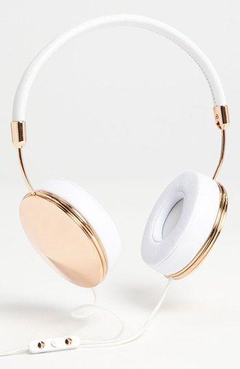 friends taylor headphones.