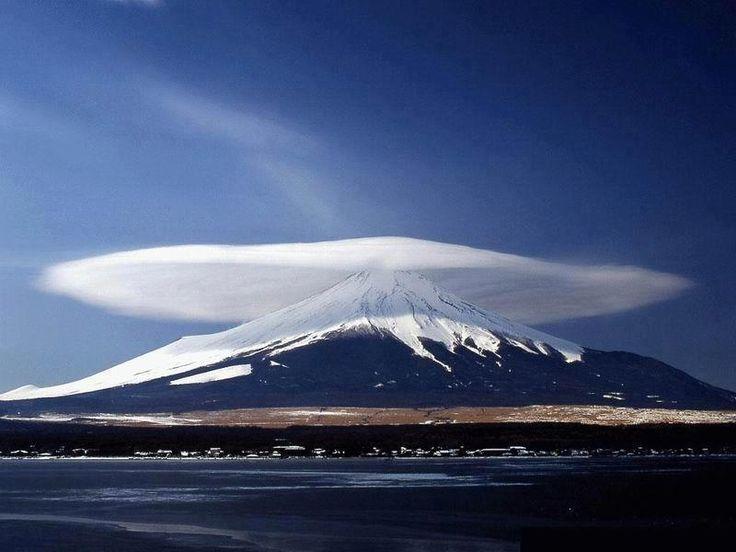 Mont Fuji et son chapeau