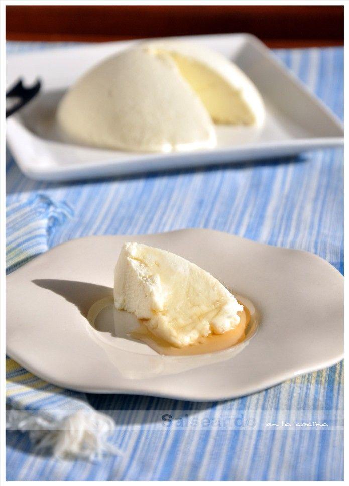 Había visto hacer queso fresco a un par de amigas blogger con resultados extraordinarios, pero la mayoría de recetas necesitaban cuajo ...