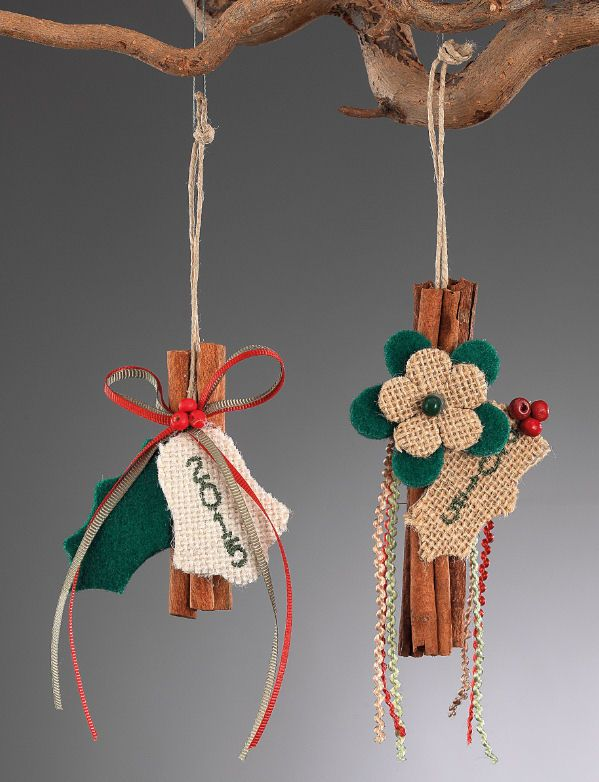 www.mpomponieres.gr Χριστουγεννιάτικο κρεμαστό στολίδι δέντρου φτιαγμένο από κανέλα , διακοσμημένο με διάφορα στολίδια τσόχας και λινάτσας και κεντημένο το 2015. Η διάσταση για το κάθε χριστουγεννιάτικο στολίδι με κανέλα είναι 18Χ7cm. Όλα τα χριστουγεννιάτικα προϊόντα μας είναι χειροποίητα ελληνικής κατασκευής. http://www.mpomponieres.gr/xristougienatika/xristougeniatiko-kremasto-stolidi-me-kanela.html #burlap #christmas #ornament #felt #χριστουγεννιατικα #στολιδια #stolidia…