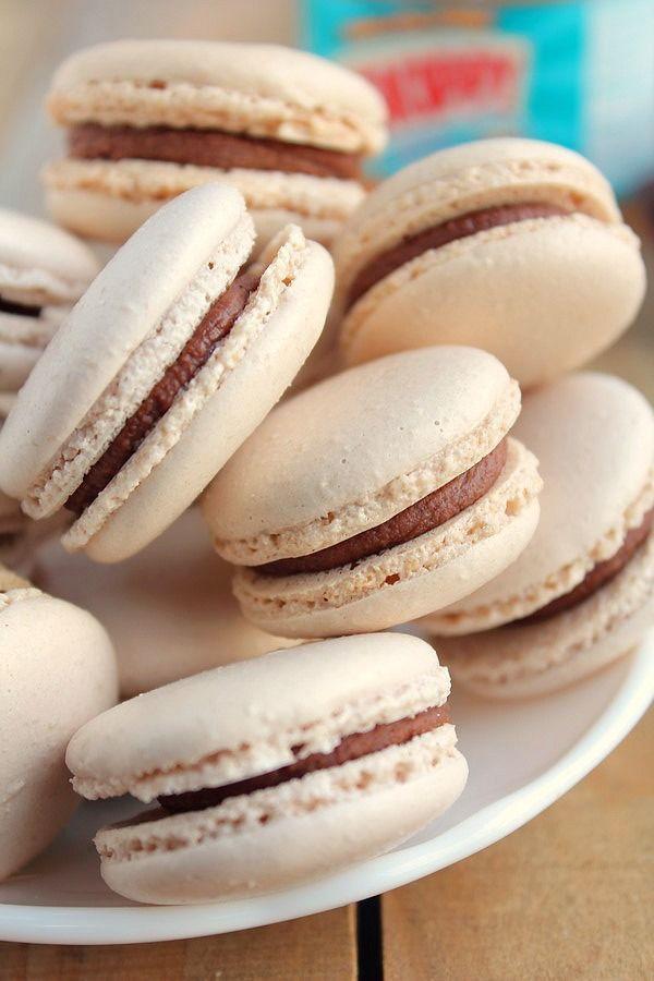 Macarons chocolat au lait et beurre de cacahuètes