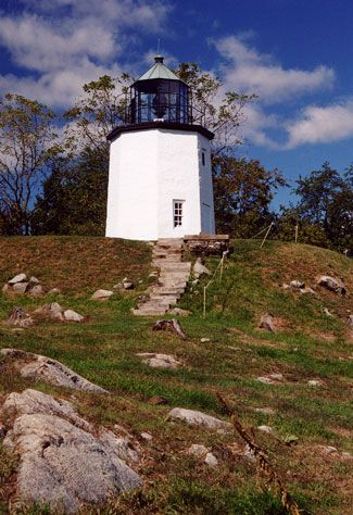 Stony Point (Hudson River) Lighthouse, New York at Lighthousefriends.com