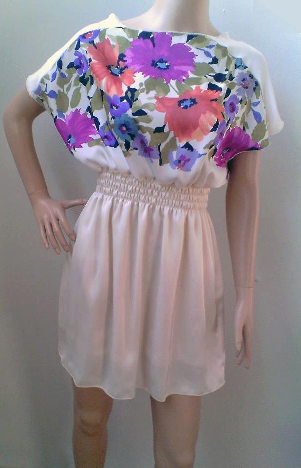 Oriunde privim vedem pomi înfloriți și multe flori frumoase, așa că am adus primăvara și în produsele noastre: rochiță de sezon specială pentru clientele Up! PS. Nu uitați să vă înscrieți în Concursul nostru :)