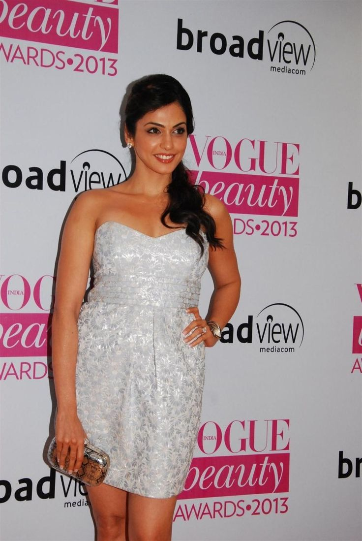 Isha Kopikar at Vogue Awards 2013.