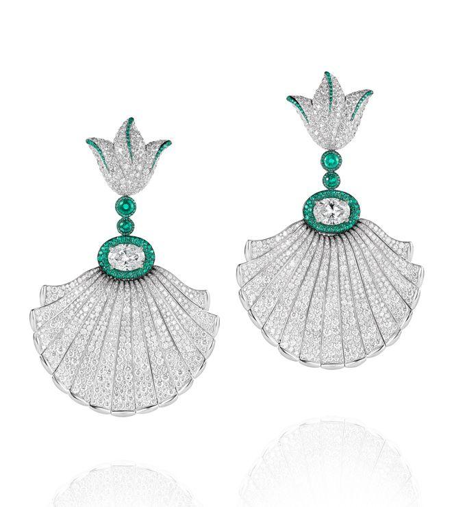 Les boucles d'oreilles Folies en diamants et émeraudes De Grisogono