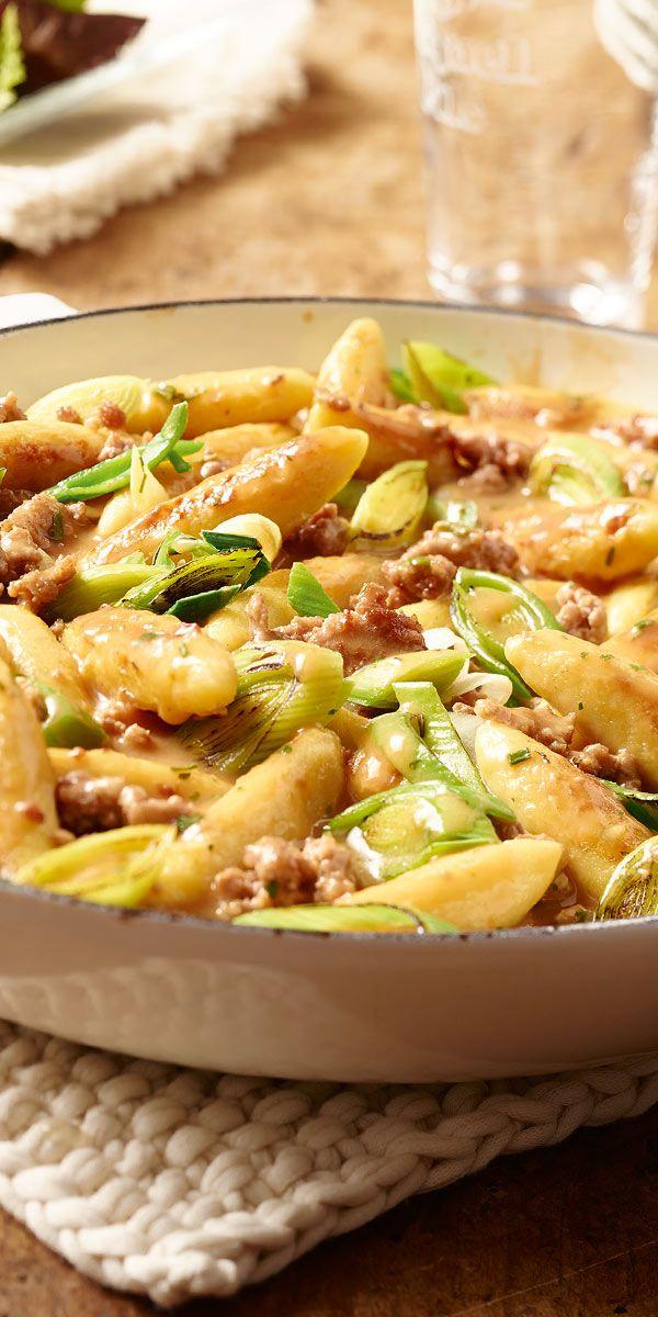 Du bist auf der Suche nach einem Hackfleisch-Gericht, das schnell zubereitet ist, mit wenig Geschirr auskommt und dazu noch der ganzen Familie schmeckt? Dann ist unsere Hackfleisch-Lauch-Pfanne mit Schupfnudeln das perfekte Rezept für dich!
