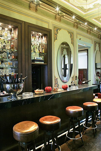 Cafe Zanzibar....İstanbul....black mable