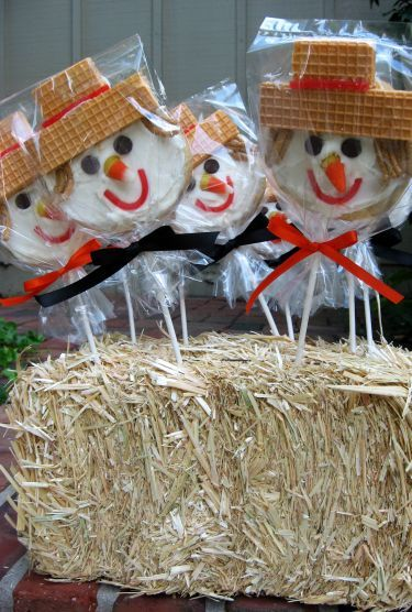 Scarecrow cookie ideas - shortcut: buy frosted sugar cookies from the bakery - have fun decorating only with the little ones with wafers, chocolate chips, and candy corn! #thanksgiving