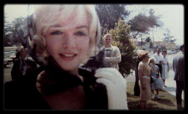 """11 Juin 1961 / Marilyn se rend au """"St Cyril's Catholic Church"""", au baptême de John Clark GABLE, l'unique fils de l'acteur Clark GABLE, né le 20 mars 1961; Clark venait de mourir d'une crise cardiaque quatre mois auparavant (le 16 novembre 1960). (Juste après la fin du tournage du film """"The misfits"""", qui sorti en 1961). / Kay GABLE invite Marilyn pour le baptème du seul et unique fils de Clark GABLE qu'il ne connaîtra jamais étant mort 15 jours après la fin du tournage des """"Misfits"""" !  La…"""