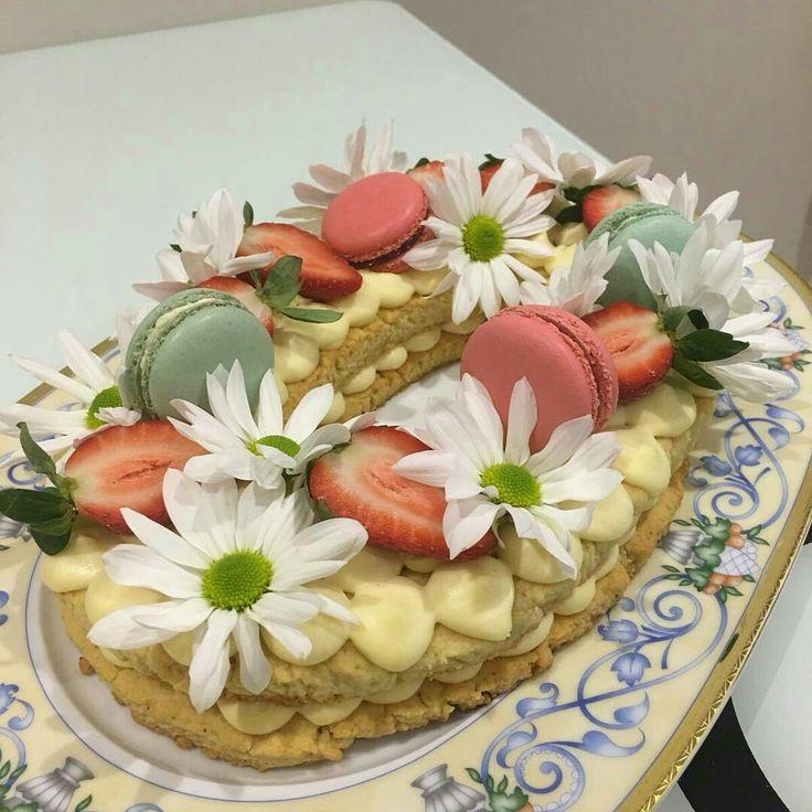 Bademli kurabiyeli tart... Pie with almond cookies....