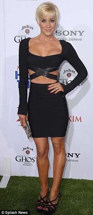 Kellie Pickler in Herve Leger dress. She looks AMAZING!