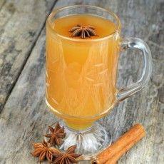 Горячий яблочный сидр с апельсиновой цедрой и специями