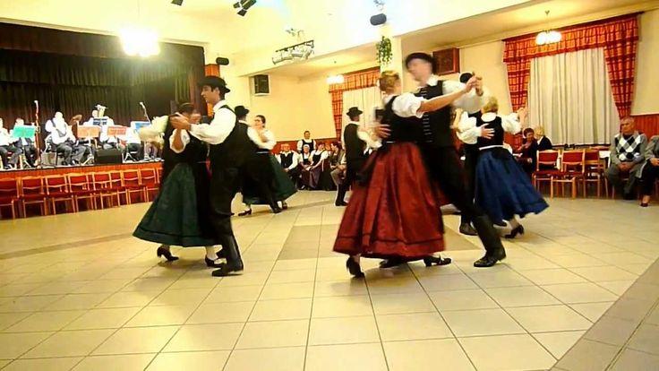 Donauschwäbisches Erntedankfest in Harast 2012 10 13  Tanzgruppe Zipfelmütz