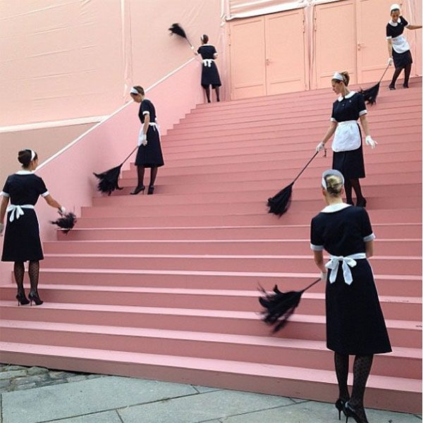 louis vuitton s/s 2014 : pink staircases and french maids