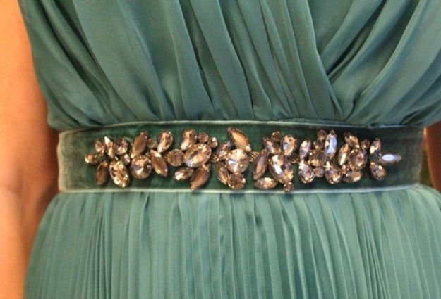 Cinto de veludo bordado. #Luxo #Diferente Encomende o seu RAE - rutileiaacessoriosexclusivos@gmail.com  www.rutileiaacessorios.blogspot.com.br