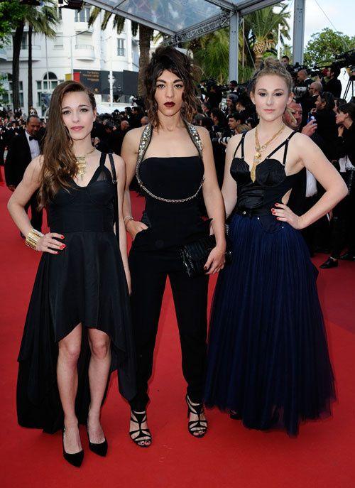 Cannes 2016 : les looks de la montée des marches de 'La Fille inconnue'