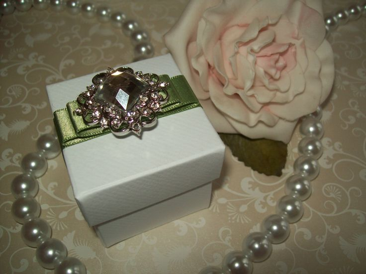Very pretty and elegant wedding favour box with ribbon and a stunning diamante embellishment