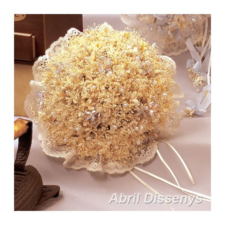 Un Ramo de Alfileres con Flores Azahar. Con ramos de alfileres boda conseguirás sorprender a tus invitadas. Los ramos de novia están elaborados con alfileres de