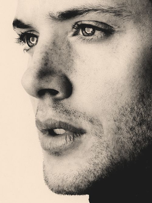 Jensen Ackles - Perfect lips, gorgeous eyes and adorable freckles,  what more could you ask for?