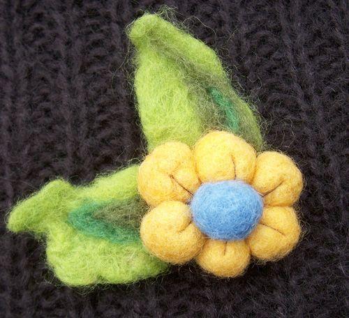 broche flor fieltro modelable, handmade felt flower