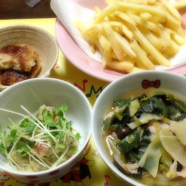 フライドポテトはオーブンで、メンチカツは揚げ焼き♪ なるべくカロリーオフに( ´ ▽ ` )ノ - 4件のもぐもぐ - 野菜いっぱい煮込みうどん、アボカドトマトマリネ風、フライドポテト、メンチカツ☆ by ari02