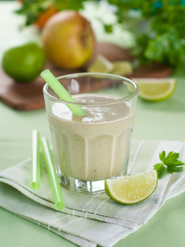 Zelený smoothie banán-avokádo-špenát-jablko - Recept pre každého kuchára, množstvo receptov pre pečenie a varenie. Recepty pre chutný život. Slovenské jedlá a medzinárodná kuchyňa