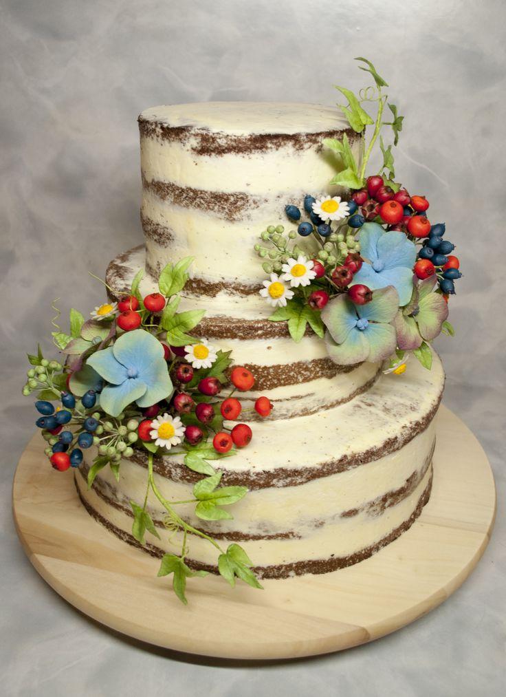 Svatební polonahatý dort  s cukrovými květinami. Seminaked Wedding Cake with sugarpaste flowers.