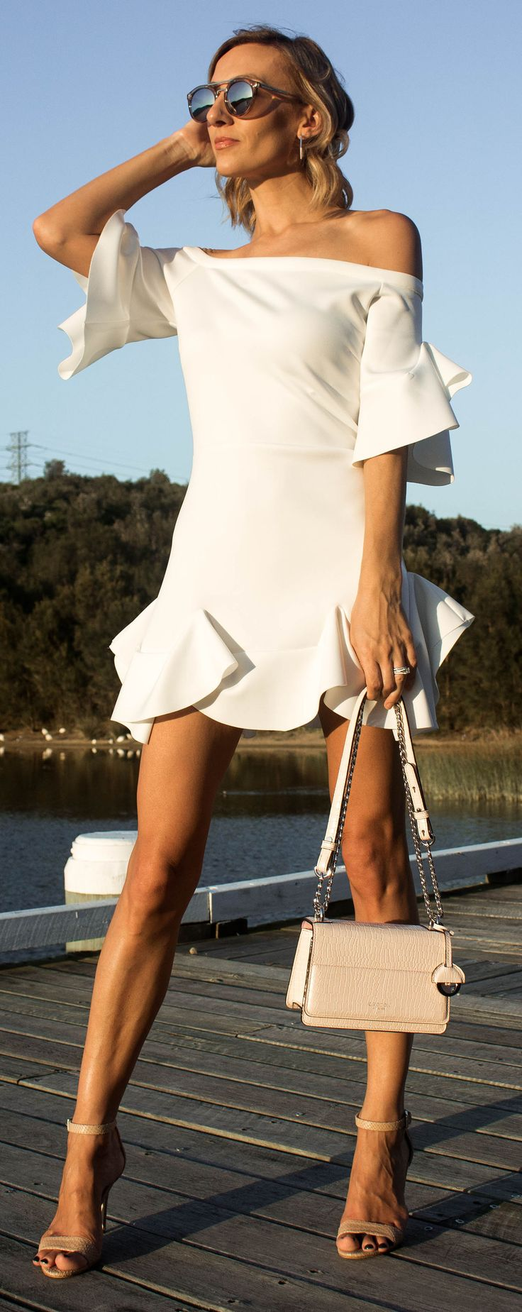 White Summer Dress, White Maurie and Eve dress, Summer Style, Summer outfit White Frill Dress, Pink Oroton Bag, Summer Tan @thelustlife_
