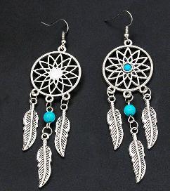 Orecchini piuma , disponibile in diversi colori. http://s.click.aliexpress.com/e/nAe2zjQ