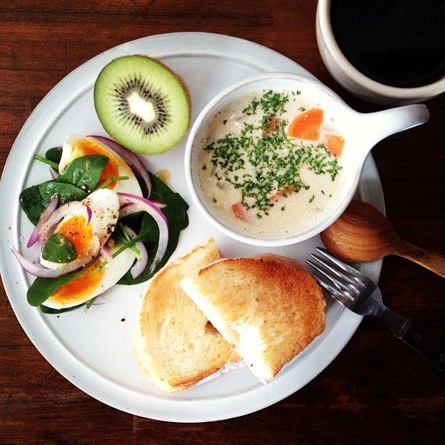 .@keiyamazaki   Today's breakfast. Clam chowder, Grilled Hum Cheese Sandwich. クラムチャウダ...   Webstagram