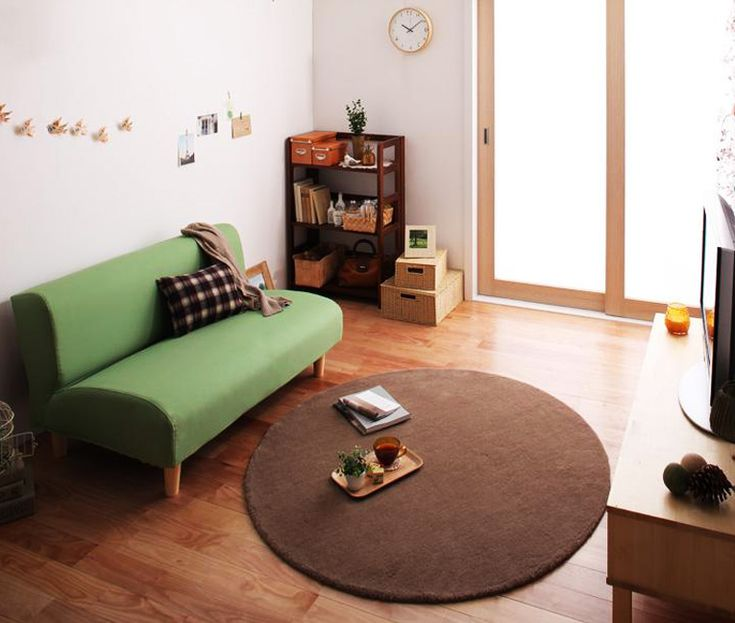 家具の配置(レイアウト)のポイント: 角が丸まった家具を取り揃え、優しいイメージを表現。 ケガもしにくい、お子様がいる家庭にも優しいコーディネートです。 ポップなイメージと、併せ持つ優しいイメージで、リビングや、ワンルームを一発コーディネートできます。 ワンルームにも使用可能!家族の方に、お子様がいらっしゃる家庭に人気のお部屋レイアウトです♪部屋への家具配置の参考集 Part3【ムーンデイ】